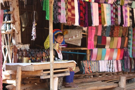 femmes au long cou à Chiang Rai
