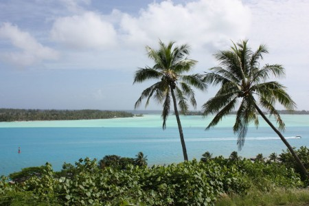 Le lagon aux plusieurs dégradés de bleus à Bora Bora