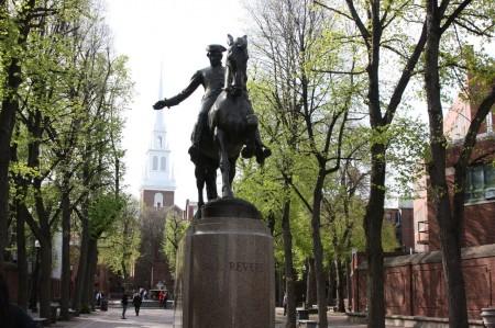 Statue de Paul Revere à Old North Church à Boston