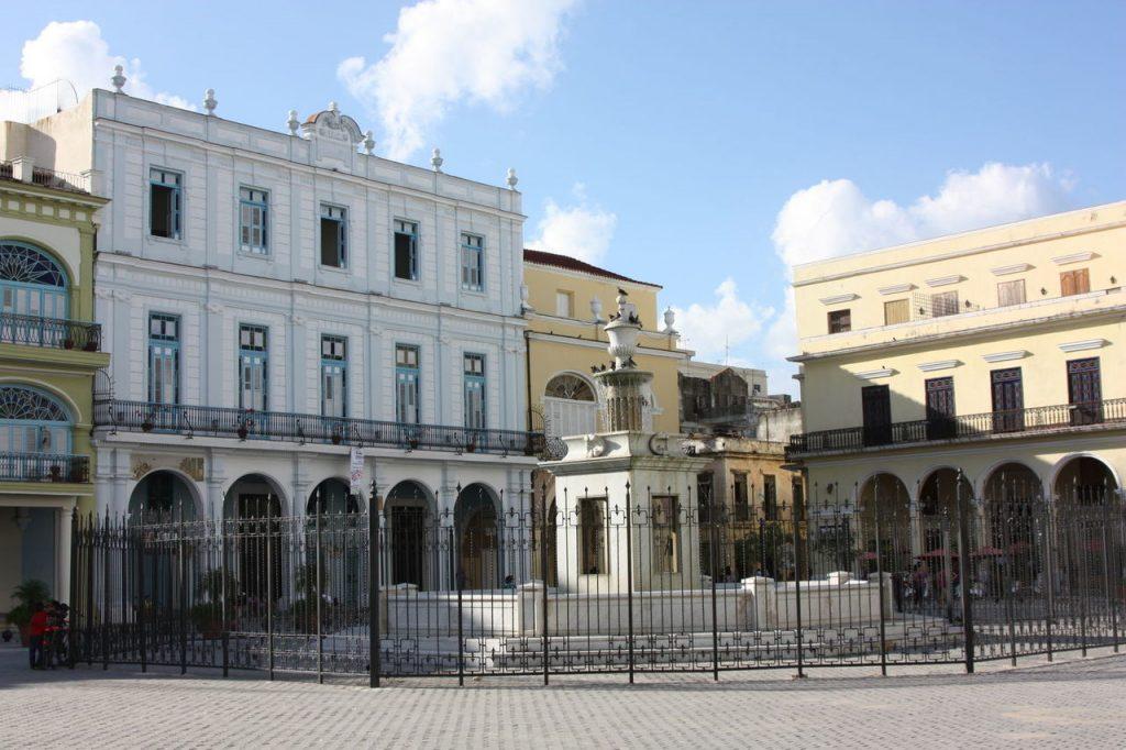 La Plaza Vieja à Cuba